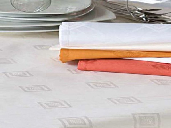 Damast-Tischdecke Milara, sekt, mit elegantem Muster, 140x260