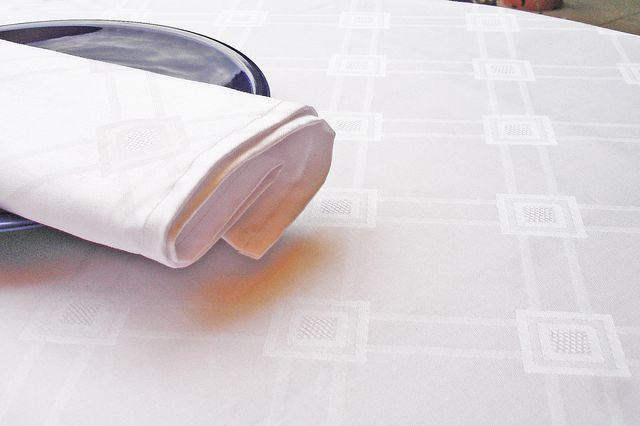 damast tischdecken 140x360 cm festliche qualit t tischdecken shop libusch. Black Bedroom Furniture Sets. Home Design Ideas