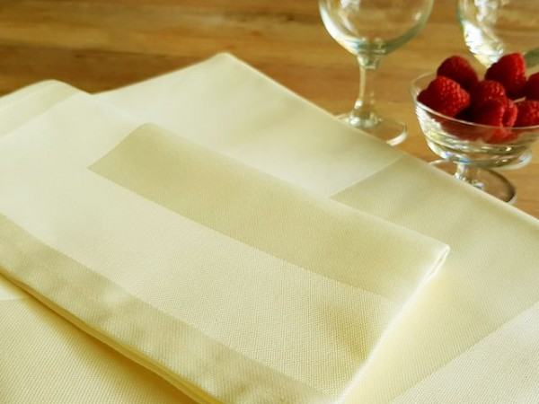 Tablecloth Padua, champagne, with satin band, 130x220