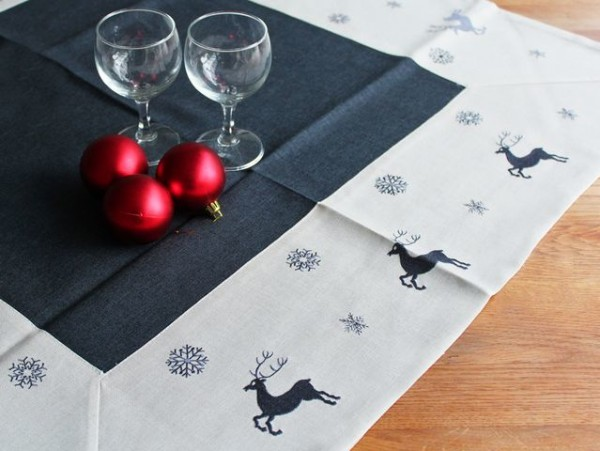 Christmas tablecloth Kurt, anthracite, with elks, 85x85