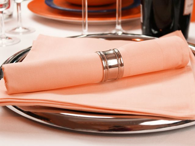 6 stoffservietten padua apricot mit atlaskante 50x50 tischdecken shop libusch. Black Bedroom Furniture Sets. Home Design Ideas