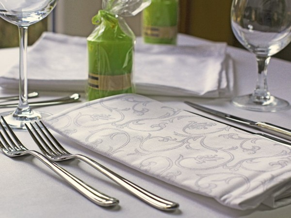 6 damask napkins Sila, white, with floral pattern, 50x50