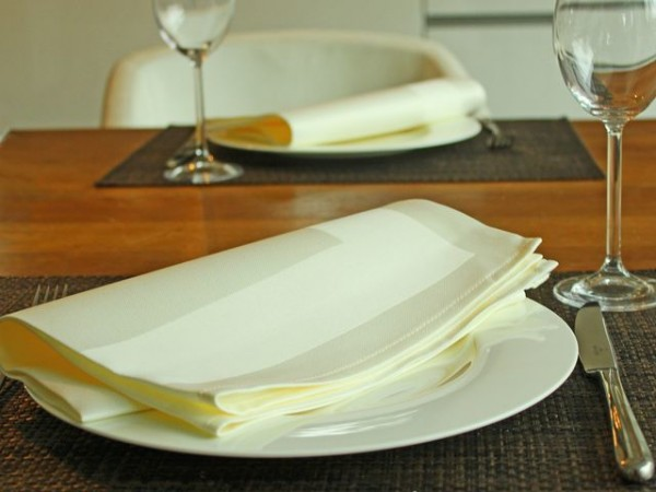 12 cloth napkins, Padua, champagne, with satin band, 50x50 cm