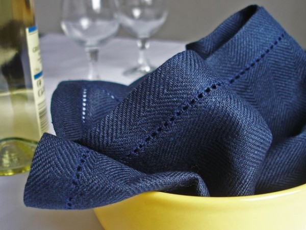 4 linen napkins, navy, with hemstitch in herringbone pattern, 45x45