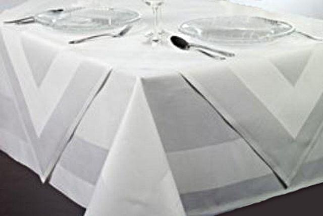 mitteldecken 100x100 in wei mit atlaskante online kaufen tischdecken shop libusch. Black Bedroom Furniture Sets. Home Design Ideas